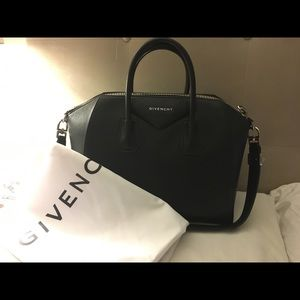 Givenchy Medium Antigona (pebbled leather)
